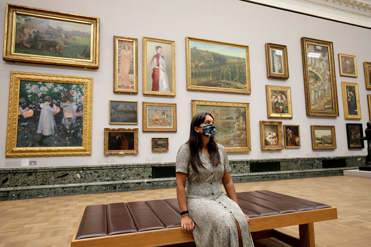A visitor wears a face mask at the Tate Britain on July 24, 2020, in London, England. Photo by John Phillips. Image via Getty Images.