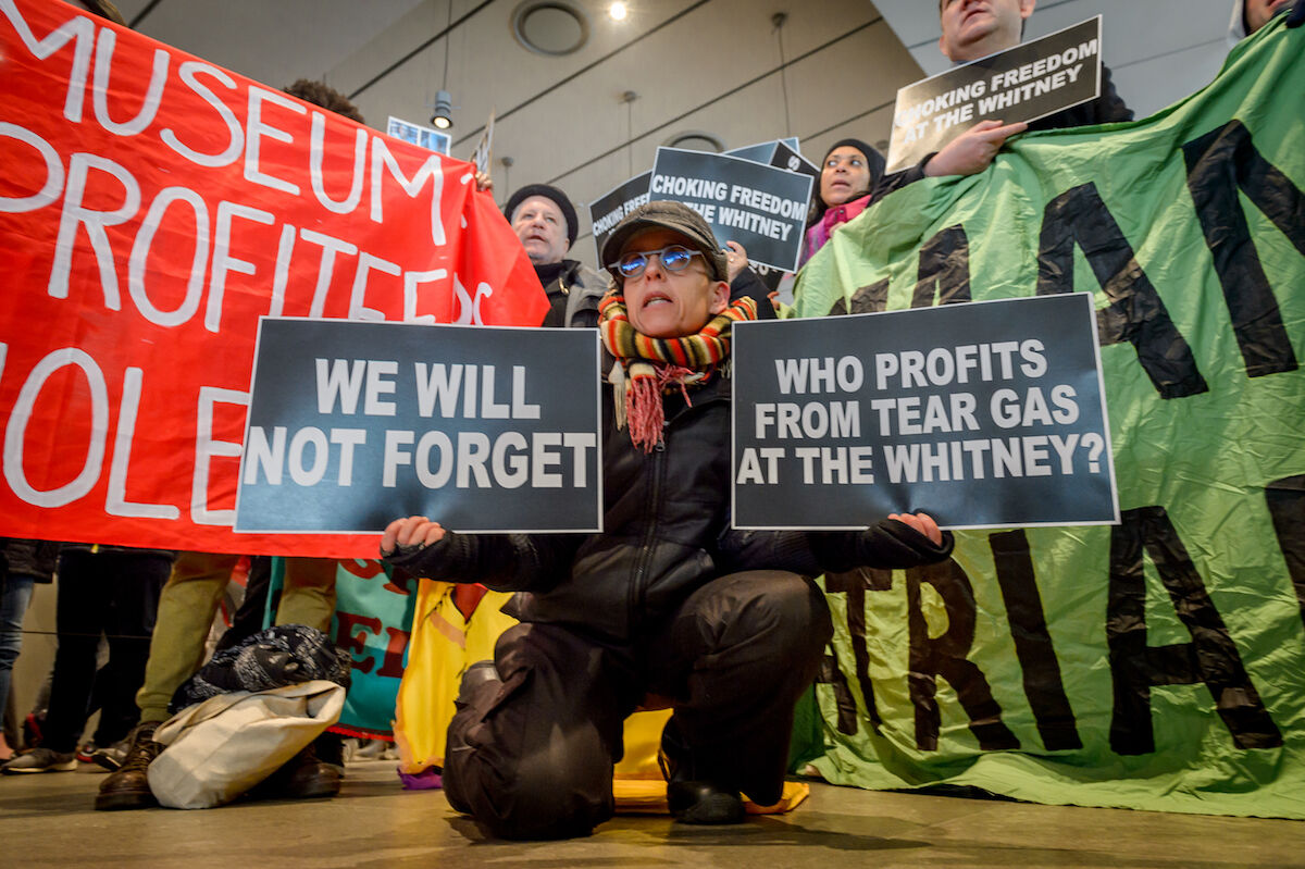 Protesters at the Whitney Museum of American Art. Photo by Erik McGregor/Pacific Press/LightRocket via Getty Images.