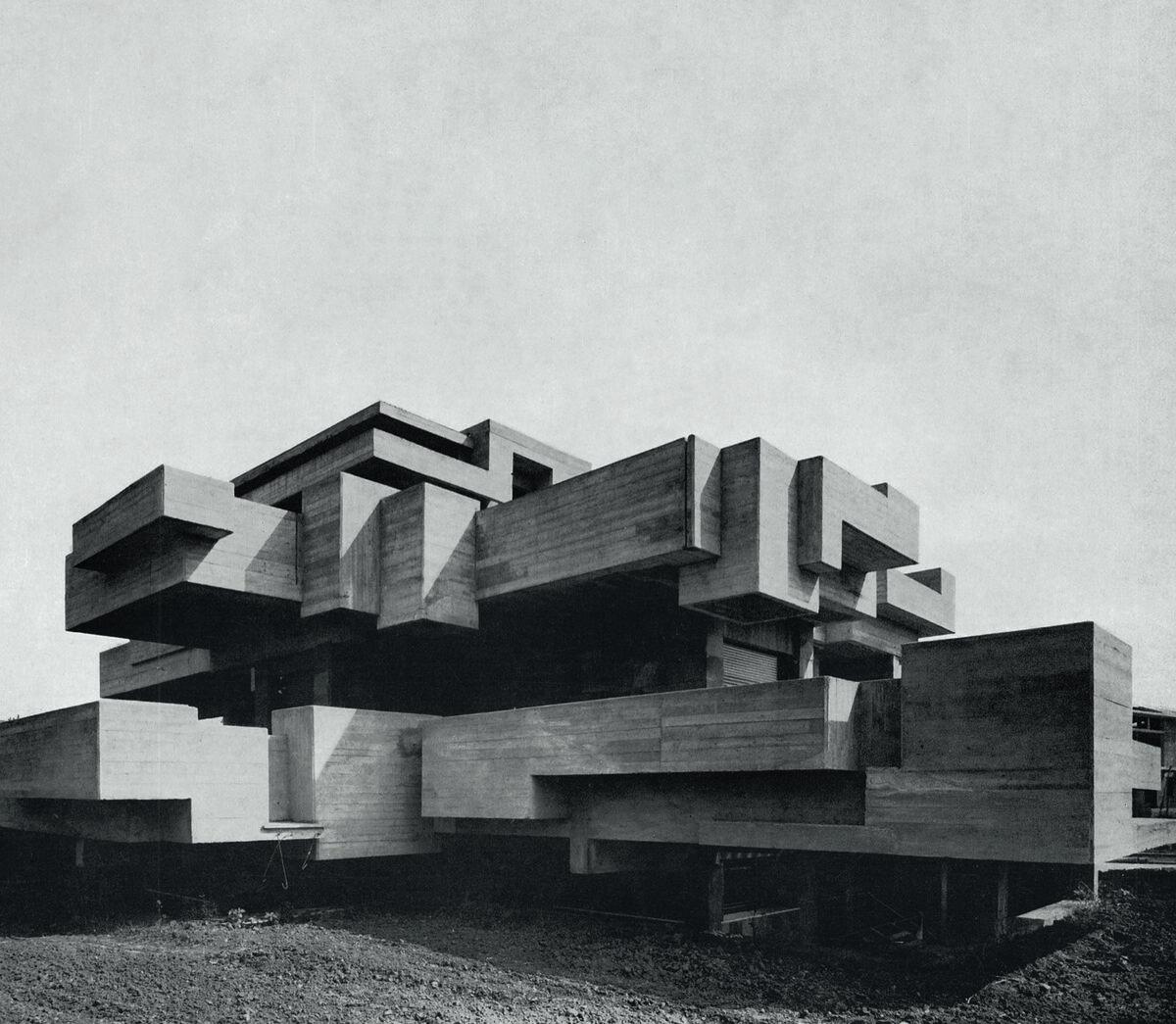 Saverio Busiri Vici, Villa Ronconci, 1973, Rome, Italy. Photo by Saverio Busiri Vici. Courtesy of Phaidon.