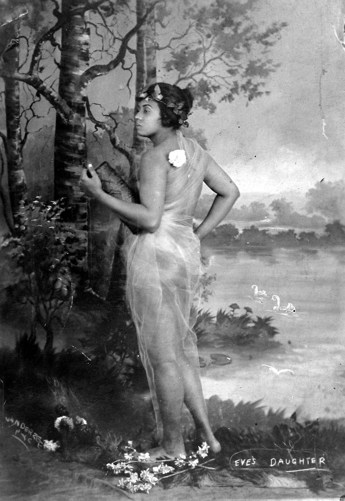 James Van Der Zee, Eve's Daughter, c. 1920. © Donna Mussenden Van Der Zee. Courtesy of Howard Greenberg Gallery, New York.
