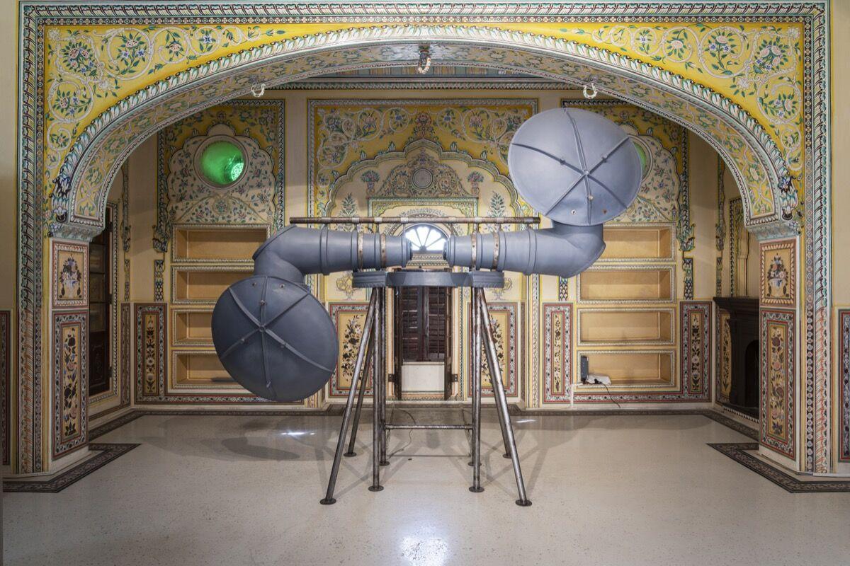 Reena Saini Kallat, Coro, 2017. Cortesía del Parque de Esculturas en el Palacio Madhavendra.