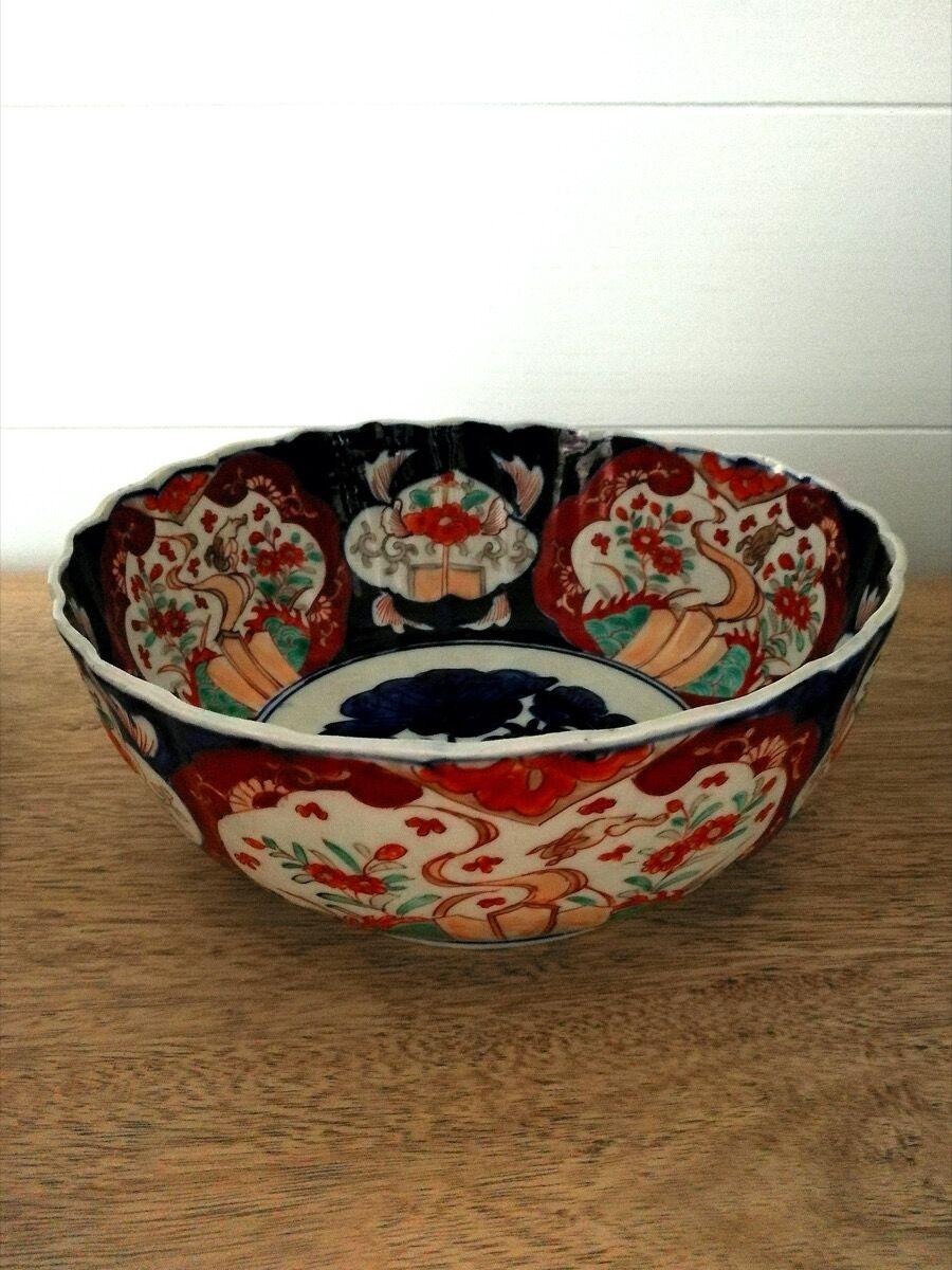 Imari porcelain bowl from the Meiji Taisho period, 19th century. Courtesy of Melani Setiawan.