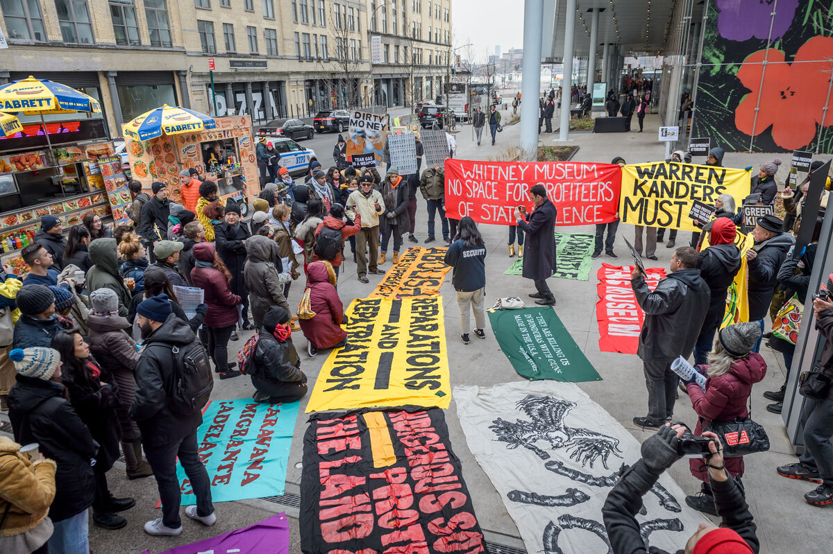 Activists demanding the removal of Warren Kanders from the Whitney Museum's board of directors in 2018. Photo by Erik McGregor/Pacific Press/LightRocket via Getty Images.
