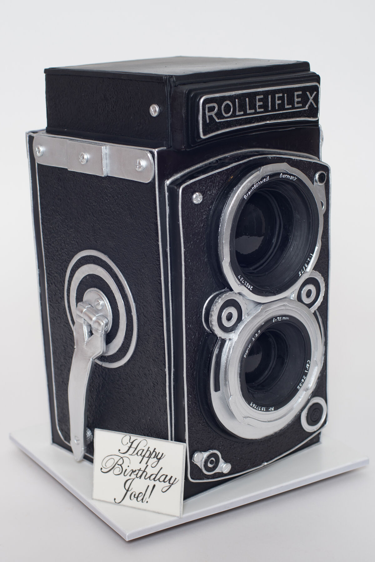 Camera cake by Ron Ben-Israel. Photo courtesy of Ron Ben-Israel Cakes.