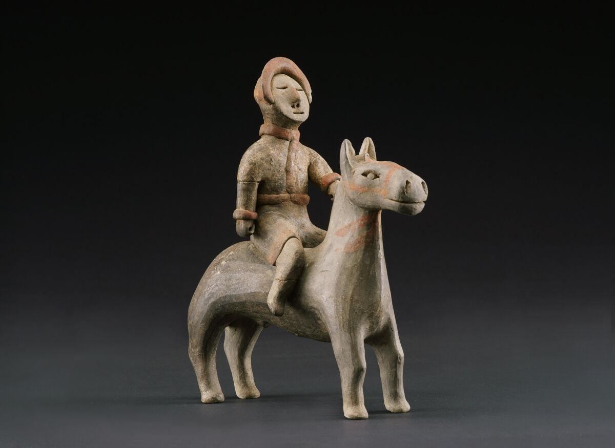 Montado Guerrero a caballo, período de los Estados Combatientes, 475-221 a.  Cortesía del Museo de Arte de Cincinnati.