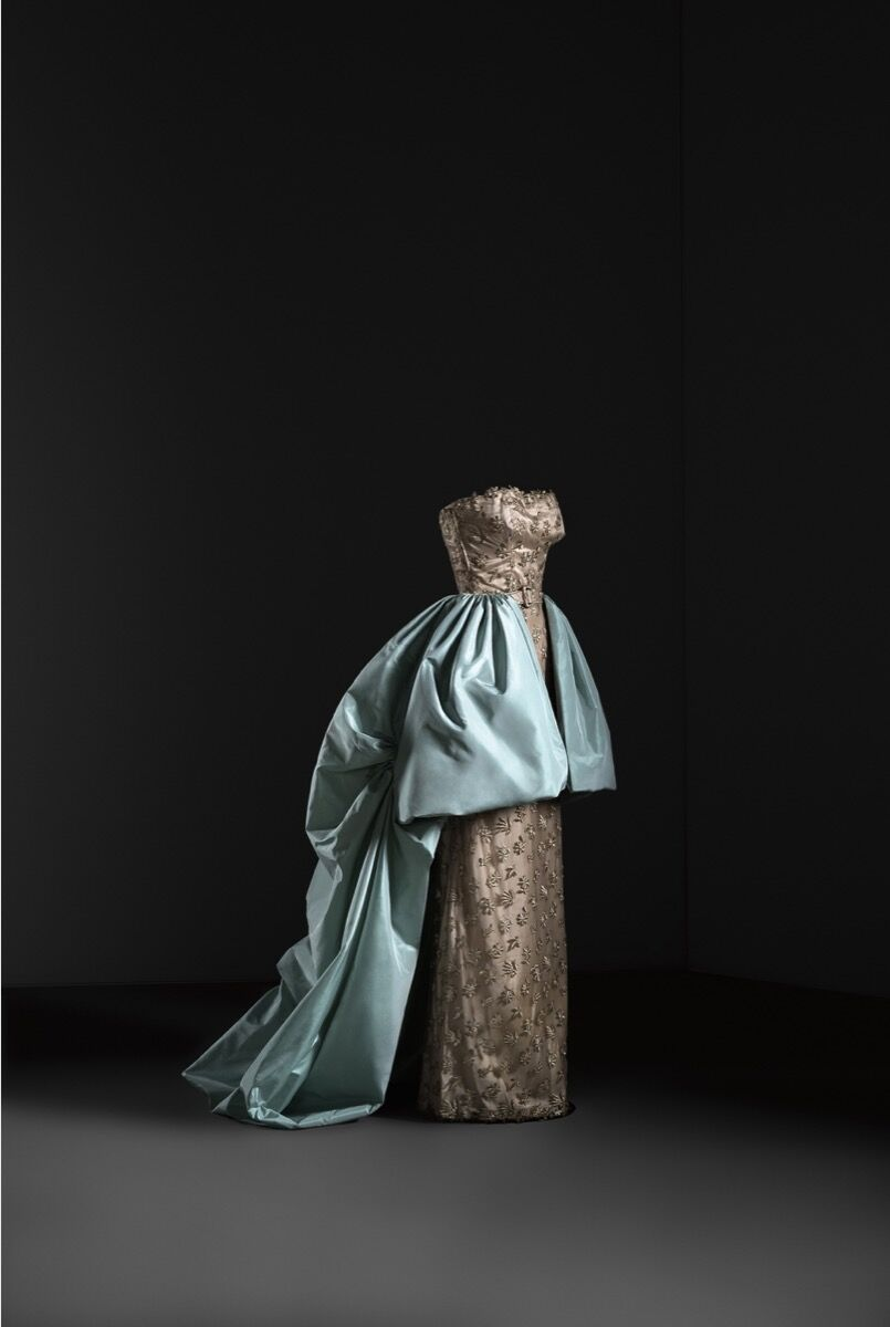 Dress and overskirt evening outfit, 1951. Image © Jon Cazenave.  Courtesy of the Museo Thyssen Bornemisza.