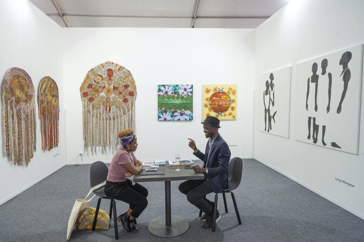 Ugandan gallerist Daudi Karungi and Tanzanian artist Sungi Mlengeya in conversation at LATITUDES Art Fair, 2019. Courtesy of LATITUDES Art Fair.