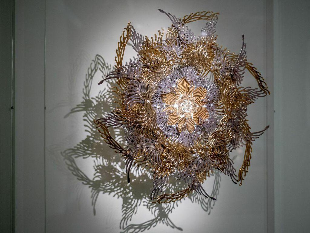 U-Ram Choe, Gold Cakra Lamp (2013)