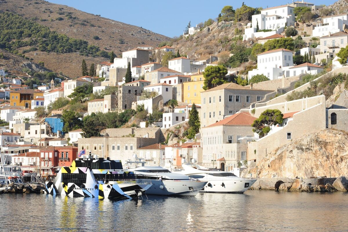 Dakis Joannou's yacht Guilty designed by Jeff Koons and Ivana Porfiri, in the port of Hydra, Greece. Photo by Catherine Panchout/Sygma via Getty Images.