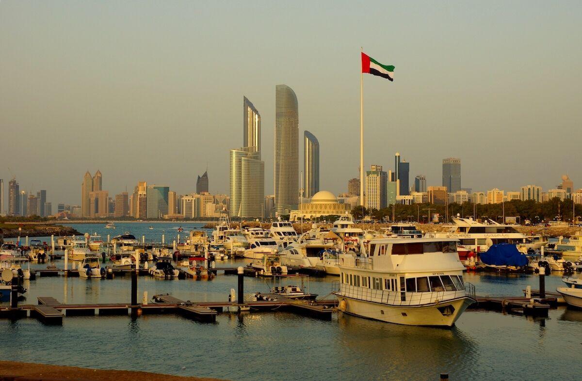 Abu Dhabi. Photo by Raganesh, via Wikimedia Commons.