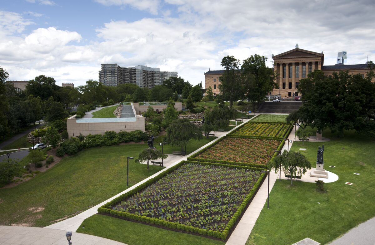 Sol LeWitt's Lines in Four Directions in Flowers in Philadelphia. Courtesy of the Philadelphia Museum of Art Library and Archives