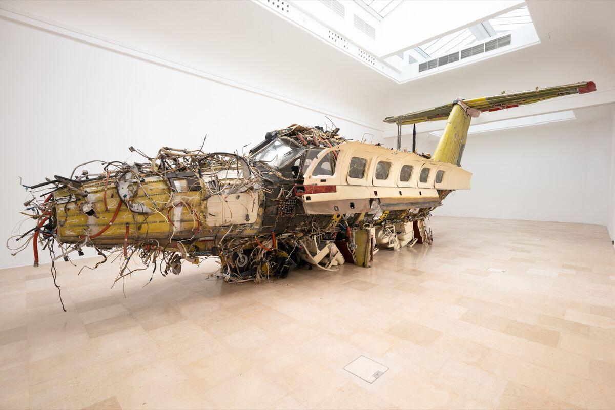 """Vista da instalação de Roman Stańczak, """"Flight"""", para o Pavilhão da Polônia na 58ª Bienal de Veneza, 2019. Foto de Zachęta.  Cortesia da Galeria Nacional de Arte / Weronika Wysocka."""