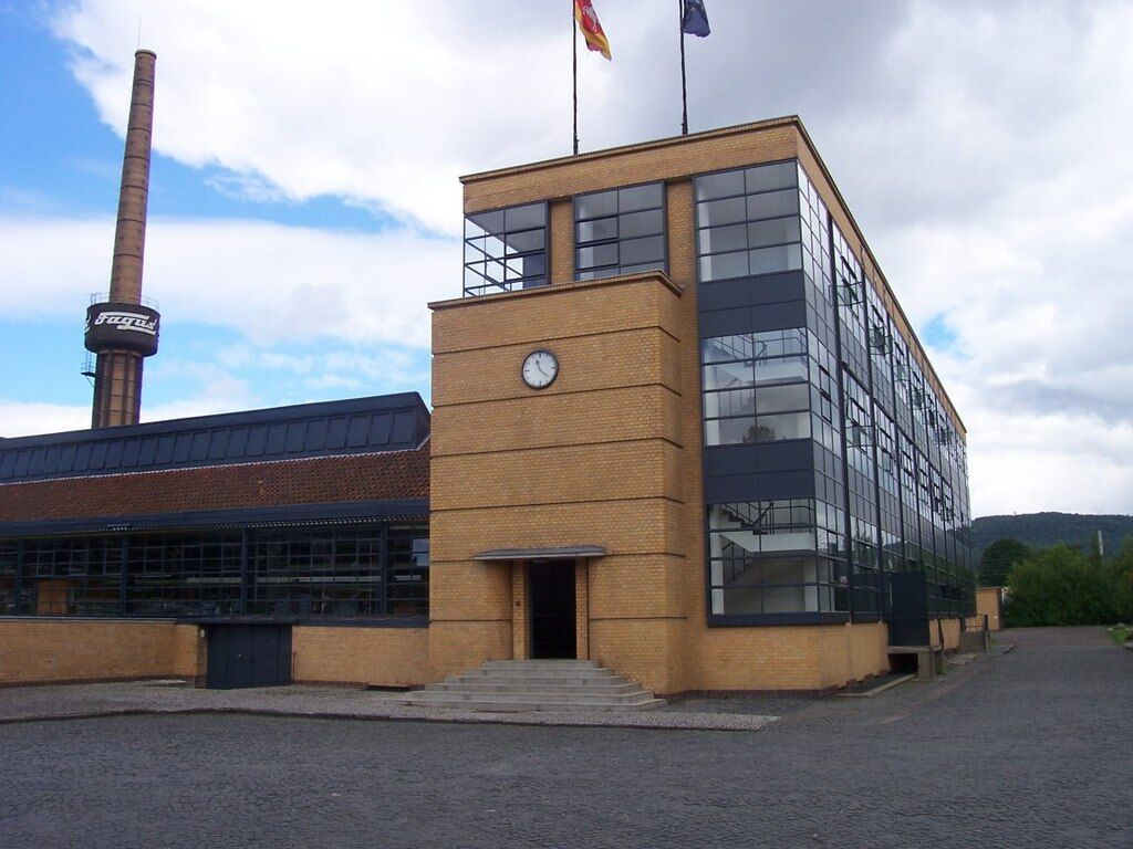 Fagus Factory, Alfeld on the Leine, Lower Saxony, Germany. Image via Wikimedia Commons.