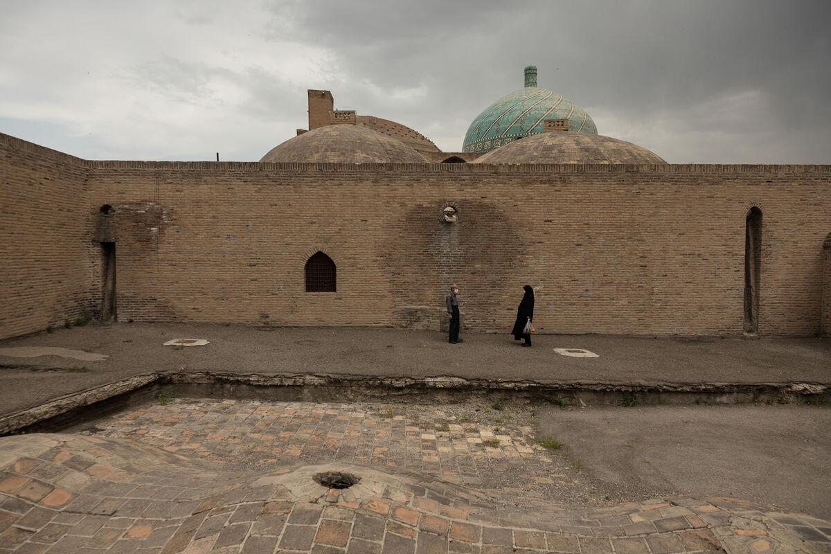 Qazale Amidi, Iran, Qazvin Central Mosque, 2020. Courtesy of Giorgio Barrera.