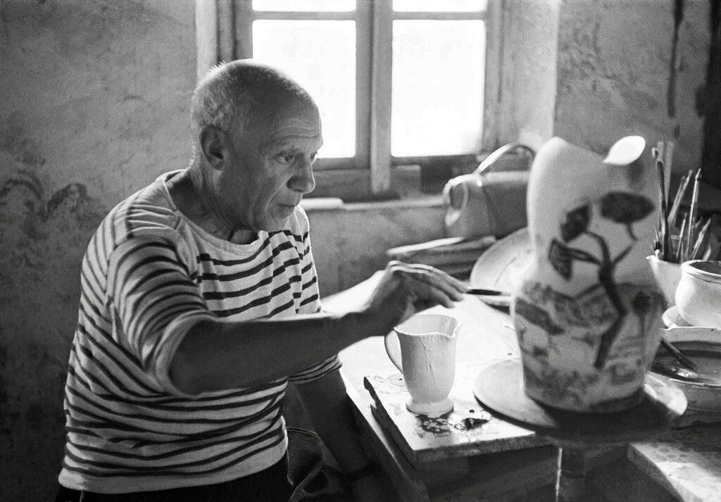 Picasso painting a gothic pitcher, Madoura, Vallauris