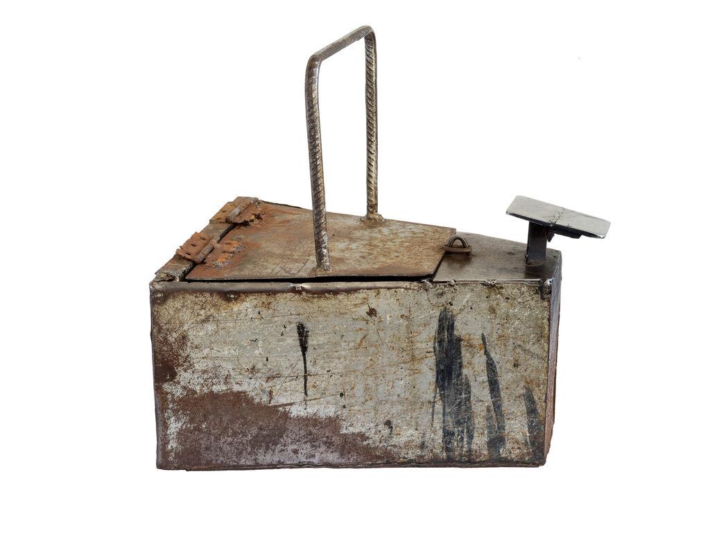 Untitled 01, Caixa de engraxate (Shoeshine box)