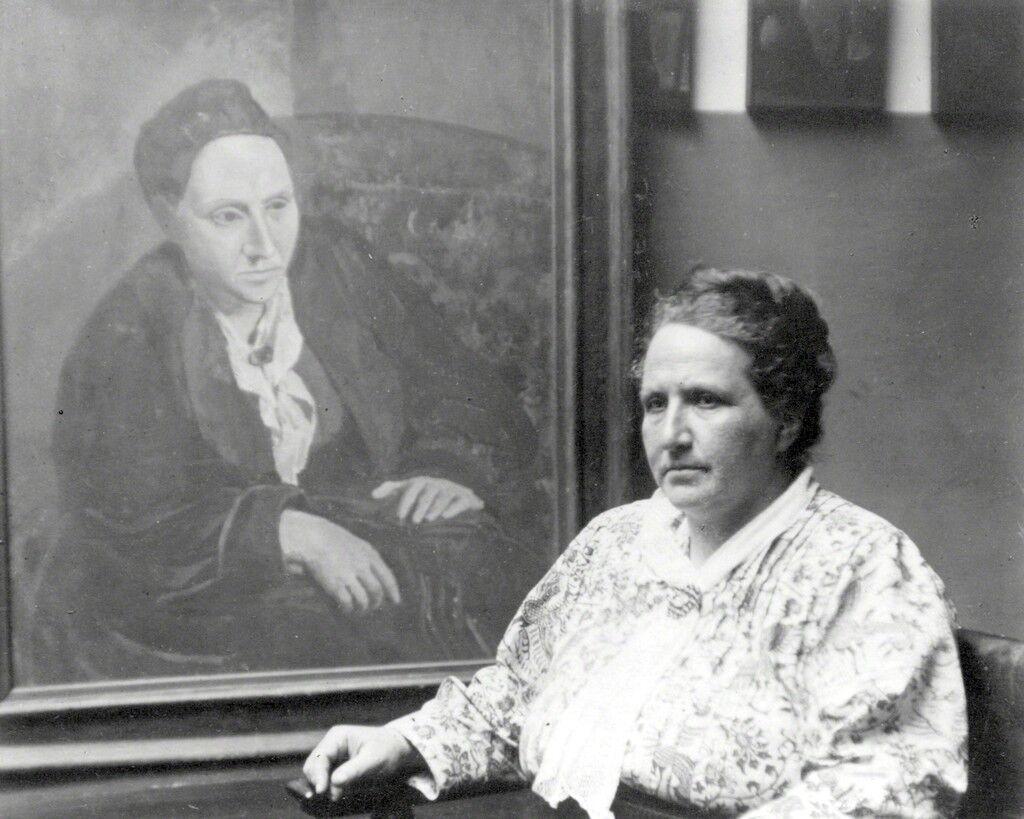 Gertrude Stein con un ritratto di Picasso