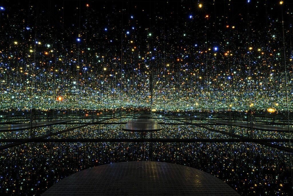 Infinity Mirrored Room – The Souls of Millions of Light Years Away