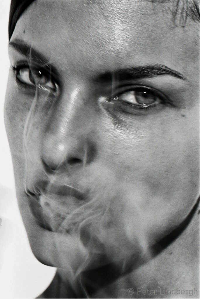 LINDA EVANGELISTA, PARIS, FRANCE, 1990