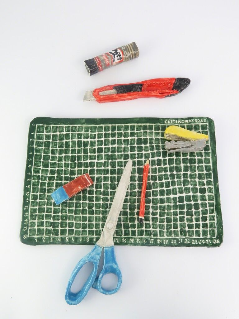 Cuttingboard with objects