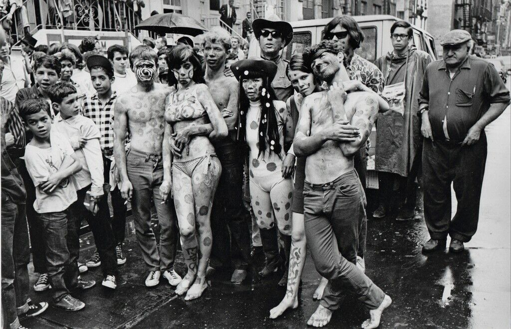 Saint Mark's place, near the Dom, NY 1967 (Third from the right is the artist Yayoi KUSAMA)
