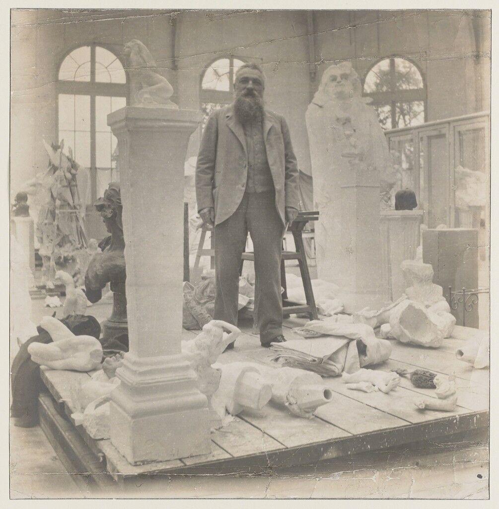 Rodin au milieu de ses œuvres dans le Pavillon de l'Alma à Meudon (Rodin among his works at the Pavillon de l'Alma)
