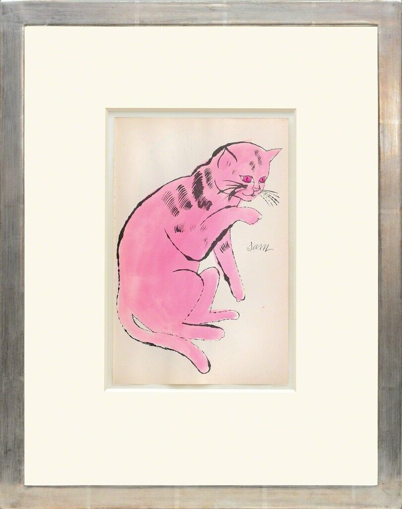 Sam  [Sentada gato rosa con ojos rojos.]