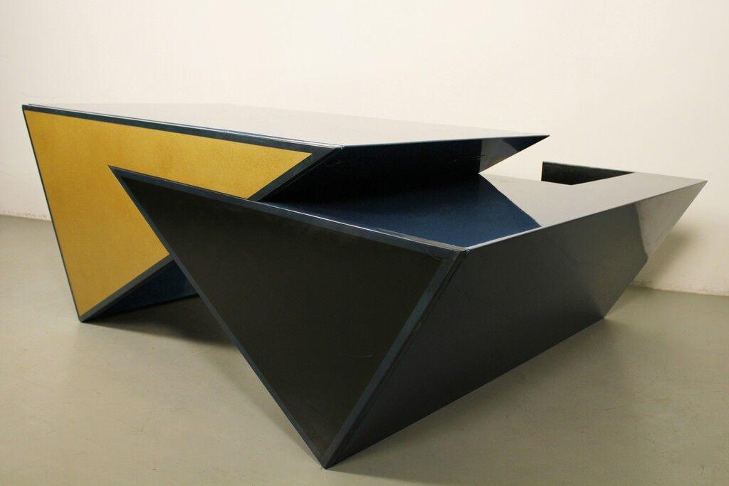 Triangles desk
