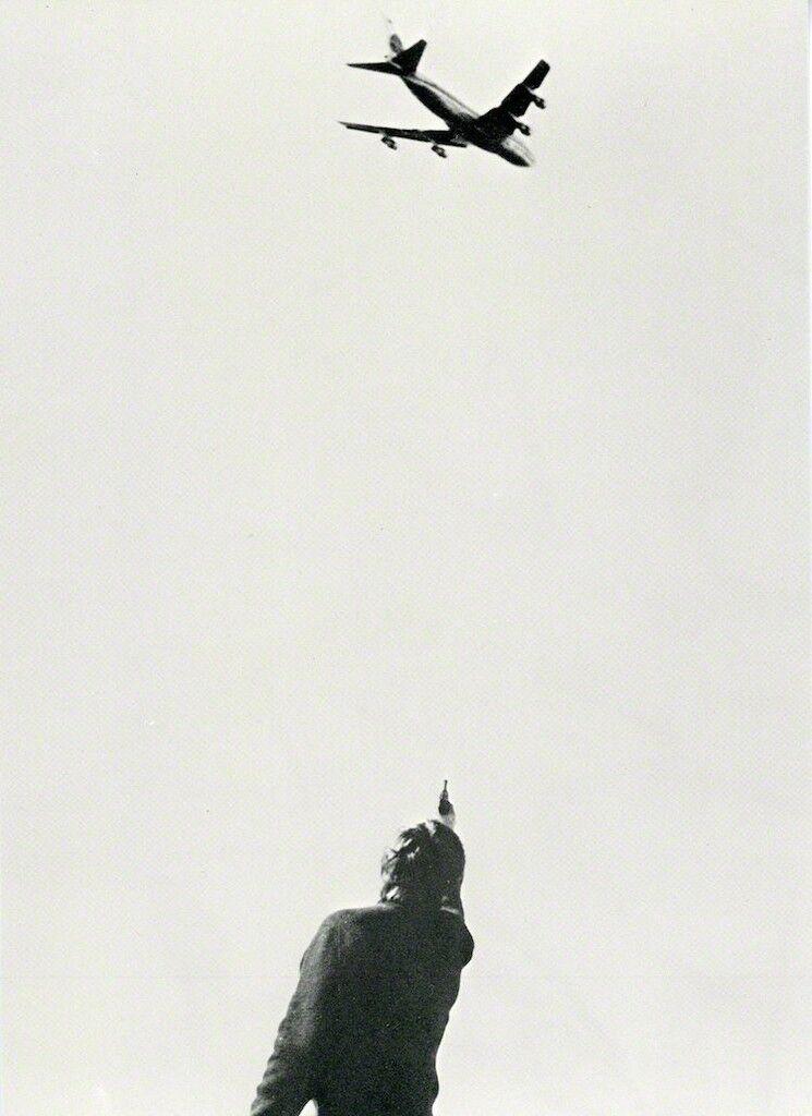 Chris Burden, 747, Card