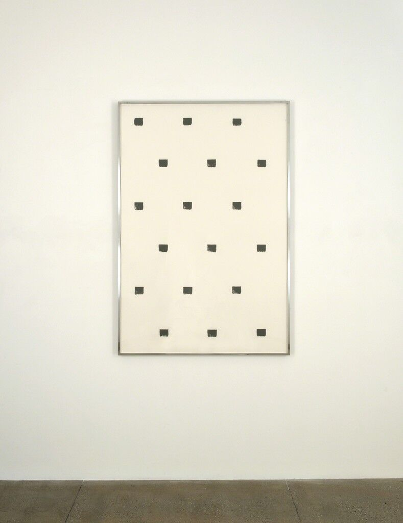 Imprints of paintbrush no, 50 at regular intervals of 30cm