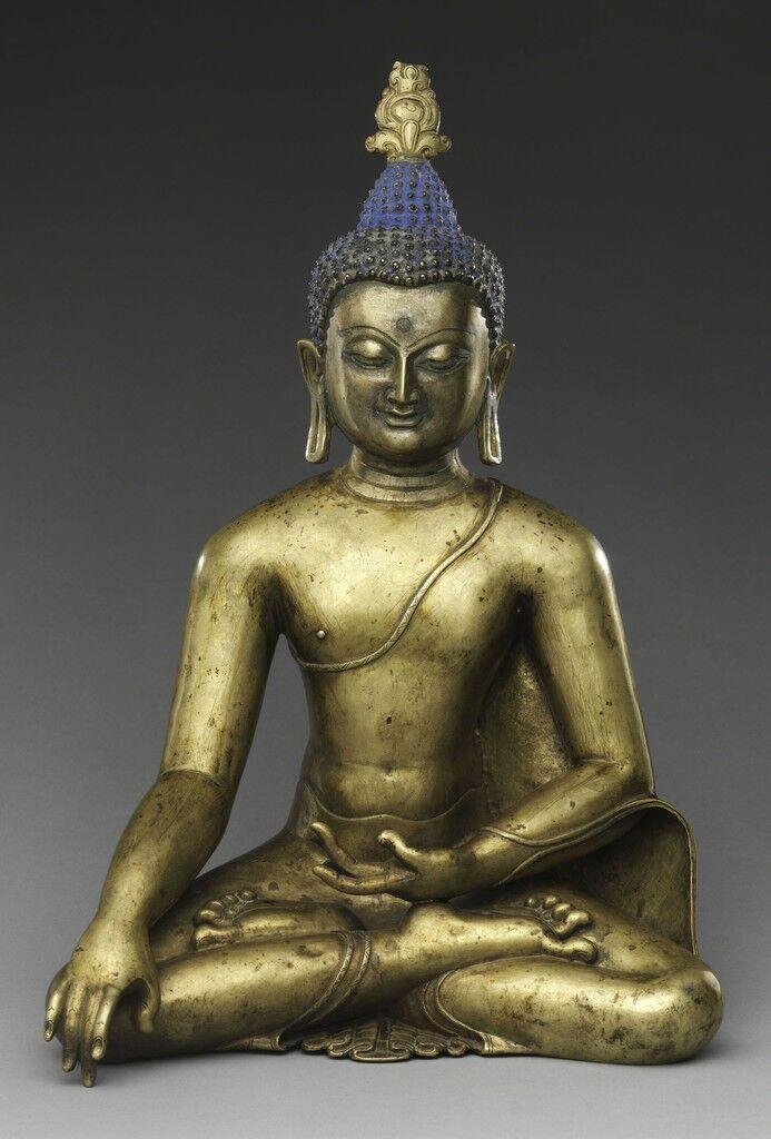 Buda sentado que alcanza la iluminación.  Tibet central