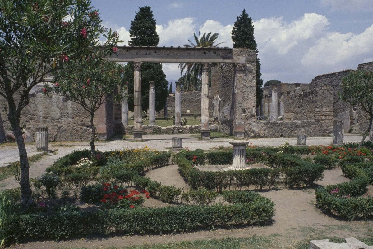 Second peristyle of the House of the Faun, Pompeii, Campania, Italy. Roman civilization, 1st century B.C.E. Photo via Getty Images.